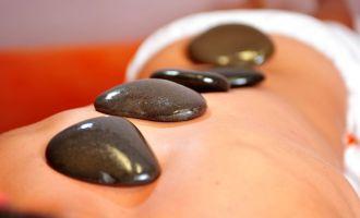 Hot Stone Massage in der SteinTherme Bad Belzig, Foto: Bad Belzig Kur GmbH