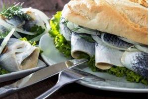 Frisches Fischbrötchen von Blue Marlin Fischbar, Foto: Blue Marlin Fischbar