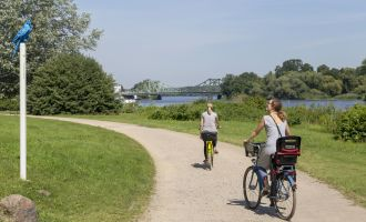 Radfahren im Park Babelsberg entlang der Havel © PMSG/SPSG Andre Stiebitz