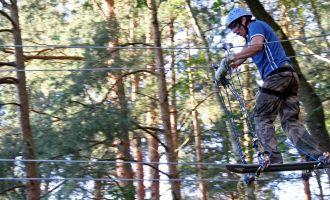 CLIMB UP! - Kletterwald in Klaistow - Per Skateboard von Baum zu Baum, Foto: Climp Up!