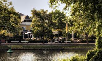 Hotel vom Wasser aus gesehen, Foto: Ringhotel Landhaus Haveltreff
