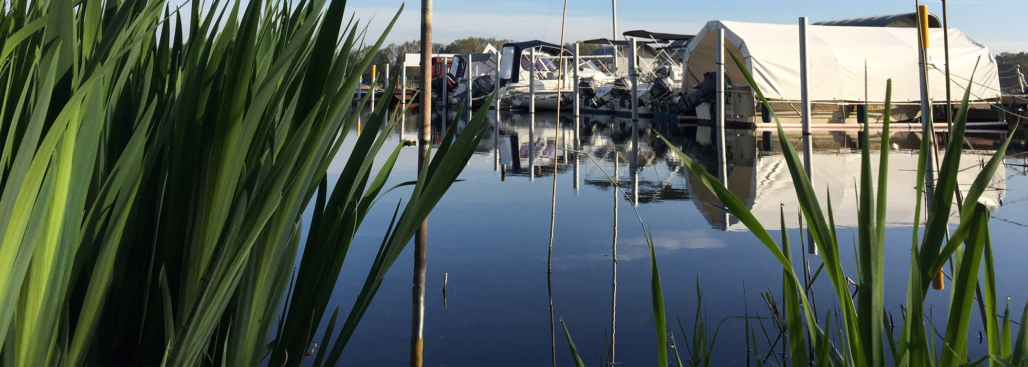 Steganlage und Boote am Schwielowsee/Moorings and boats on Lake Schwielowsee © Henning Harms